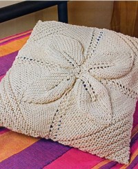 Square-Shaped Leaf-Pattern Knit Pillow