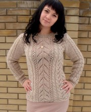 Pullover in Lace Pattern with Cables